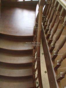 Классическая лестница из бука с площадкой (Фото)