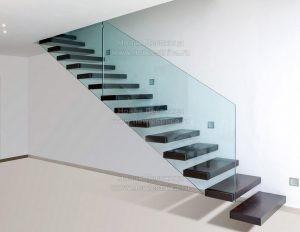 Фото прямолинейной лестницы с консольными ступенями